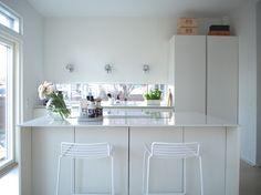 Uuden kodin valkoinen keittiö