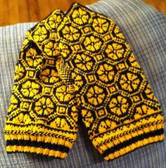 Ravelry: Beginning Latvian Mittens pattern by Helen Burros