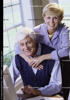 ✩ Check out this list of creative present ideas for tennis players and lovers Older Couple Poses, Older Couples, Mature Couples, Couple Posing, Couple Photography, Portrait Photography, Funny Slogans, Studio Portraits, Tennis Players