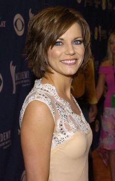 MARTINA MCBRIDE.....LOVE her.....and her hair!!