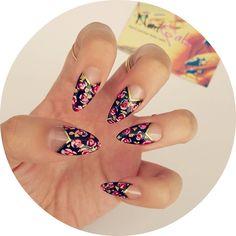 Gold leaf red roses stiletto nails www.nailgals.com #stilettonails #glueonnails #falsenails #floralnails #funkynails