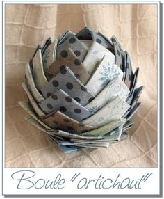 Boule artichaut : tuto Christmas Projects, Holiday Crafts, Fun Crafts, Crafts For Kids, Paper Crafts, Xmas, Christmas Ornaments, Craft Activities, Paper Cutting