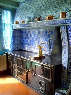 Stove in claude monet's giverny kitchen antique cast Kitchen Stove, Old Kitchen, Kitchen Tiles, Vintage Kitchen, Kitchen Decor, Antique Wood Stove, How To Antique Wood, Old Stove, Cast Iron Stove