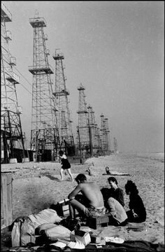 Henri Cartier-Bresson - USA. California. Los Angeles. 1947. A beach on the oilfields.