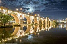 Puente Viejo sobre el Guadiana a su paso por Badajoz, España