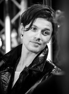 ICYMI James Bay has cut off all his hair and he looks so different - CosmopolitanUK