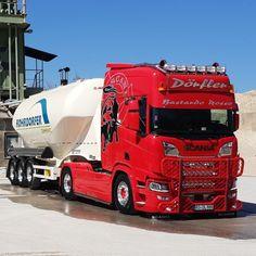 Semi Trucks, Big Trucks, Road Hog, Road Train, Volvo Trucks, Heavy Equipment, Rigs, Techno, How To Look Better
