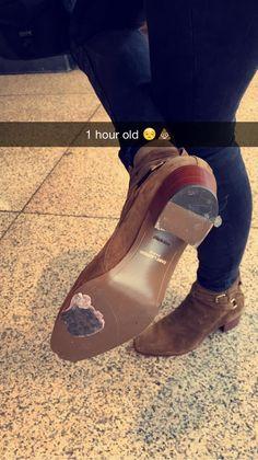Lou teasdale subió esta foto, son las piernas y botas de Harry XD Harry Styles Chelsea Boots, Harry Styles Boots, Harry Styles Snapchat, Tap Shoes, Dance Shoes, Harry Styles Pictures, Mr Style, One Direction Harry, Harry Edward Styles