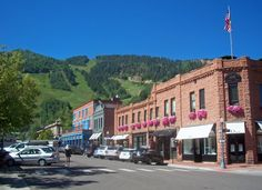 We take a look at the best ways to spend a vacation in Aspen, including both winter and summer activities. Aspen Mountain, Aspen Colorado, Group Tours, Great View, Rafting, Small Towns, Beautiful Places, Scenery, City