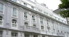 ficio Coliseo Albia se inauguró en 1916 como uno de los primeros cines de la ciudad. El paso de los años lo ha ido transformando en diferentes establecimientos, incluyendo el teatro Albia que durante décadas fuera epicentro de la ópera y del teatro en Bizkaia acogiendo voces de la talla de María Callas, Luciano Pavarotti o Alfredo Krauss. Actualmente en el edificio se alojan un hotel, un casino y un restaurante.