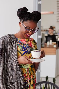 Black Girls Guide: How to Transition to Naturally Beautiful Hair Coffee Barista, Coffee Drinks, Coffee Shop, Drinking Coffee, Natural Hair Care, Natural Hair Styles, Black Girls, Black Women, Get Healthy