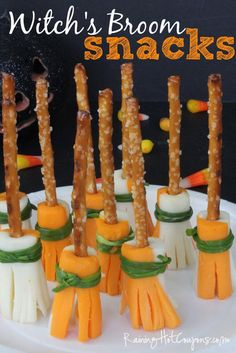 Happy October Halloween is just around the corner which means Halloween parties! There are so many fun Halloween party food ideas that can really be… Halloween Donuts, Halloween Cocktails, Plat Halloween, Dulces Halloween, Halloween Torte, Soirée Halloween, Halloween Goodies, Halloween Desserts, Halloween Food For Party