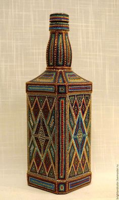 All of these wine container handicrafts present you with a ton of techniques to reuse and reinvent this everyday merchandise. Liquor Bottle Crafts, Wine Bottle Art, Painted Wine Bottles, Painted Jars, Decorated Bottles, Bead Bottle, Diy Bottle, Mosaic Bottles, Vase Crafts