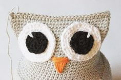 Create and Decorate: Pattern on crochet owl Crochet Owl Pillows, Crochet Birds, Crochet Animals, Owl Crochet Pattern Free, Free Pattern, Crochet Poncho, Crochet Hats, Knitted Owl, Projects To Try