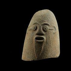 Impressionnante têted'un monolithe en basalte, Ejagham, région de la Cross River, Nigeria | lot | Sotheby's