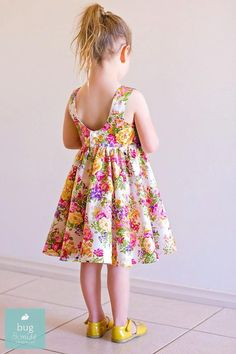 Lots of adorable free girls dress patterns to sew! Baby Girl Party Dresses, Little Girl Dresses, Baby Dress, Girls Dresses, Dress Party, Tadah Patterns, Dress Sewing Patterns, Skirt Patterns, Pattern Sewing