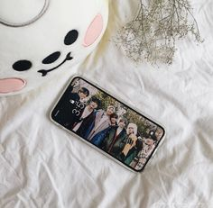 Kpop Phone Cases, Cute Phone Cases, Friends Wallpaper, Bts Wallpaper, Iphone App Layout, Phone Themes, Everything And Nothing, Phone Organization, Kpop Merch