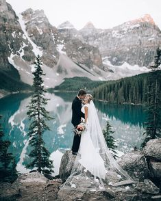 20 dreamy wedding photos from mountain weddings - Braut - Hochzeit Wedding Bells, Wedding Ceremony, Wedding Venues, Wedding Ideas, Wedding Decorations, Wedding Bride, Wedding Hair, Bride Groom, Elopement Wedding