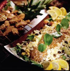 Pähkinäinen Satay-kastike Pasta Salad, Cobb Salad, Gado Gado, Chili, Vegan Recipes, Chicken, Eat, Cooking, Ethnic Recipes