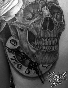 #skull #tattoo # TattooAgeClinic #marceloparo #clock #blackandgrey
