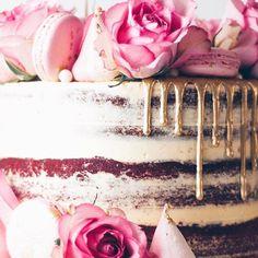 WEBSTA @ junipercakery - Semi-naked cake close up! Red Velvet cake with Madagascan vanilla bean buttercream, gold ganache drip, sugar pearls, pink roses and blush macarons!
