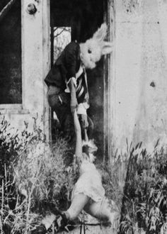Now this is disturbing. Like the skeletons and nudes there are a lot of these creepy rabbit pictures about. They're cool as hell! Images Terrifiantes, Ghost Images, Looks Halloween, Halloween Photos, Halloween Night, Halloween Party, Creepy Pictures, Creepy Images, Scary Photos