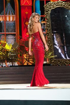 Amy Willerton, Miss Great Britain at Evening Gown Competition.