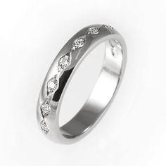 sormus Korus Design. Tässä vinoneliön muotoiset istutukset muodostavat kauniin timanttiketjun. www.korus.fi