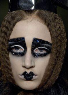 John Galliano for The House of Dior, Autumn/Winter Haute Couture Runway Makeup, Beauty Makeup, Hair Makeup, 20s Makeup, Geisha Makeup, Drag Makeup, Goth Makeup, Christian Dior Makeup, Christian Dior Couture