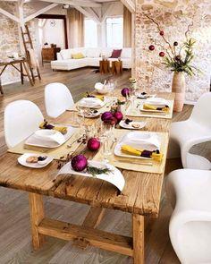 idéias inverno mesa decoração de mesa de madeira maciça bolas roxas rústicas