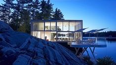 The Extraordinary Glass Home in Lakefield Ontario - http://www.house-decoratingideas.com/the-extraordinary-glass-home-in-lakefield-ontario