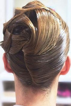 how-to-do-hair-in-a-classic-french-twist - Fab New Hairstyle 1 New Long Hairstyles, Creative Hairstyles, French Twist Updo, Medium Hair Styles, Long Hair Styles, Roll Hairstyle, Roller Set, Wet Hair, Hairspray