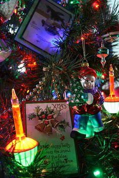 Reminds me of my Grandmas Christmas tree, brings back so many memories Bubble Christmas Lights, Cozy Christmas, Vintage Christmas, Christmas Decorations, Christmas Ornaments, Holiday Decor, Tree Lighting, Christmas Images, Winter Time