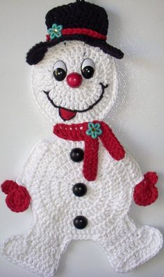 Crochet snowman, wall deco, by Jerre Lollman Evans Evans Gerlach I should make this for you.I know you don't have one of these in the army yet.it'd be like the stay puff marshmallow man of the group.Ravelry: Crochet Snowman Applique pattern by Samant Christmas Tree Skirts Patterns, Crochet Christmas Decorations, Crochet Christmas Ornaments, Christmas Crochet Patterns, Holiday Crochet, Christmas Items, Christmas Snowman, Crochet Crafts, Yarn Crafts