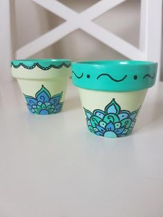 Set of 2 Small Hand Painted Flower Pots - Green with Beautiful Design, Painted Plant Pots, Painted Flower Pots, Flower Pot Art, Decorated Flower Pots, Pottery Painting Designs, Beautiful Flower Designs, Ideias Diy, Clay Pots, Hand Painted