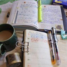 今日は涼しい朝です。 小学校は通常通りの授業となりました。 #ほぼ日手帳 #ほぼ日 #能率手帳 #手帳 #手帳タイム #万年筆 #パイロット万年筆 #ラミー #文房具 #マスキングテープ #波佐見 #ニコン #hobonichi #hobonichitecho #planneraddict #planner #journal #notebook #fountainpen #fpgeeks #pilotpen #prera #lamy #stationery #coffee #hasami #washitape #nikon1 #nikonphotography #nikon_photography_
