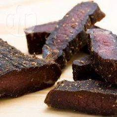Biltong is an all-time favorite South African snack. This biltong recipe will let you experience what the fuss is all about.It might be a little work to make biltong, but it is well worth the effor. Read Recipe by mrydms A Food, Good Food, Food And Drink, Charcuterie, Jerky Recipes, Meat Recipes, Tagine Recipes, Chicken Recipes, Recipies