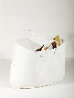 LOVE THE basic white summer bags, painted canvas Le Tote, Clutch Bag, Tote Bag, Sand Bag, Bag Packaging, Summer Bags, Market Bag, Shopper Bag, Natural Linen