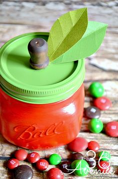 DIY Apple Jar Tutorial at the36thavenue.com Such a cute gift for teachers! #crafts #backtoschool
