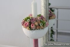 Baptism candle for girls, dressed in floral arrangements. – World of Flowers Baptism Candle, Color Games, S Tattoo, Decorative Accessories, Tulips, Floral Arrangements, Candle Holders, Vase, Candles