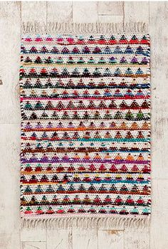 Magical Thinking Triangle Rag Rug from Urban Outfitters. Saved to college. Shop more products from Urban Outfitters on Wanelo. Textiles, Interior Design Trends, Right Angle Weave, The Design Files, 3d Max, Home And Deco, Modern Rugs, Modern Living, Weaving
