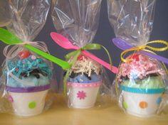 cool Handmade Ice Cream Sundae Party Favors http://1001diy.com/?p=2515