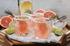 Molly Sims' Paloma Cocktail Fresh grapefruit and lime juice are combined with tequila and sweetened with agave for this breezy cocktail from supermodel Molly Sims. Refreshing Cocktails, Classic Cocktails, Summer Cocktails, Vintage Cocktails, Ginger Ale, Paloma Cocktail, Grapefruit Soda, Grapefruit Paloma Recipe, Tequila Drinks