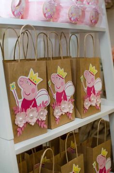 peppa pig The party favor bags at this Peppa Pig Birthday Party are so cute! I'm sure guests loved them! See more party ideas and share yours at Bolo Da Peppa Pig, Cumple Peppa Pig, Peppa Pig Birthday Cake, Peppa Pig Cakes, Peppa Pig Bag, Peppa Pig Birthday Invitations, Vintage Birthday Parties, 3rd Birthday Parties, Birthday Party Decorations