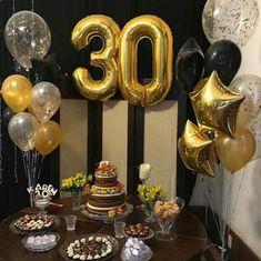 Balões de número dourados em decoração preta prata e dourada Surprise 30th Birthday, 30th Party, 30th Birthday Parties, Birthday Bash, Birthday Party Decorations, 30th Birthday For Him, 35e Anniversaire, 40th Bday Ideas, 30th Birthday Ideas For Men Surprise