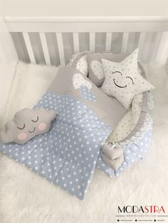 I want to make this for the cat, Mom would have a laugh Quilt Baby, Baby Sewing Projects, Sewing For Kids, Baby Shawer, Baby Toys, Bebe Baby, Kit Bebe, Cloud Pillow, Baby Bedding Sets