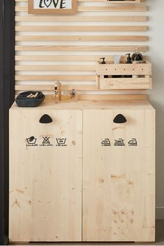 Make it Searching for a option to combine design Diy Bathroom Furniture, Garbage Storage, Shower Units, Buying A New Home, Diy Décoration, House Made, Bathroom Inspiration, Diy Home Decor, Sweet Home