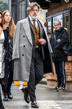 Creating the Men Minimalist Fashion Wardrobe Suit Fashion, Mens Fashion, Fashion Outfits, Fashion Tips, Men Fashion Design, Mode Costume, Herren Outfit, Gentleman Style, Stylish Men