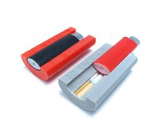 This case holds 7 cigarettes and stays shut with the snap of your lighter