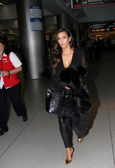 kim kardasian.. Soft curls & all black